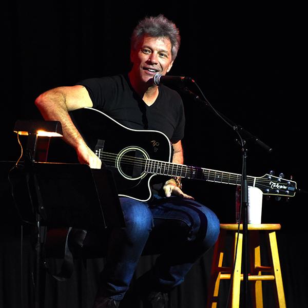 Jon Bon Jovi actuará para sus fans en Nashville.